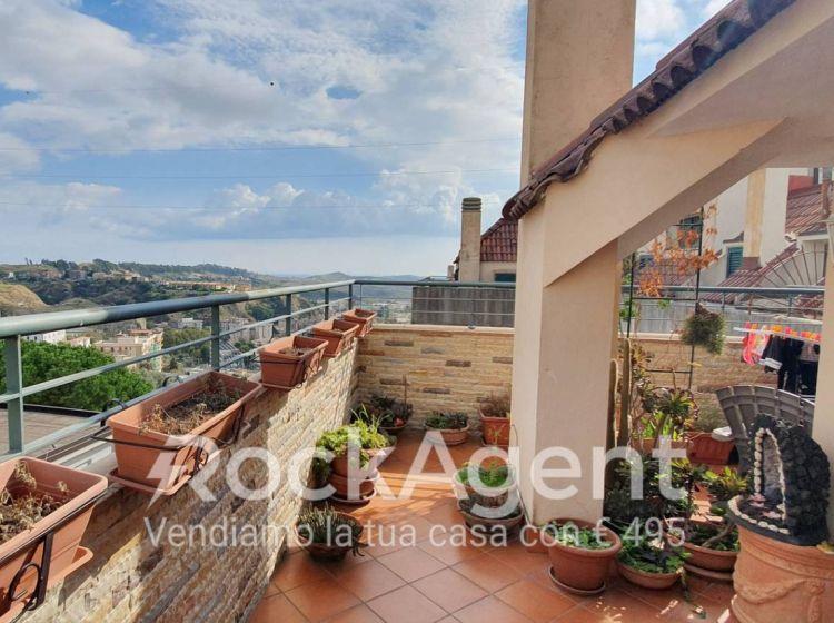Attico / Mansarda di 146 m² con 4 locali e box auto in vendita a Catanzaro