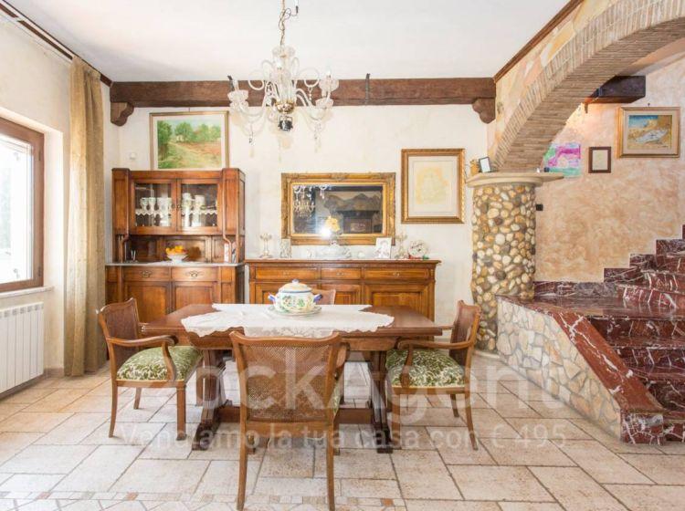 Villa di 308 m² e box auto doppio in vendita a Marino