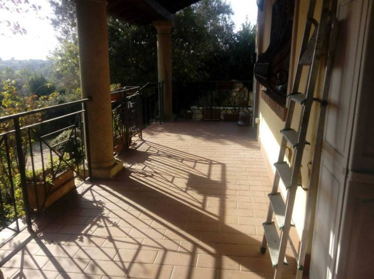 Villa di 259 m² con 3 locali e box auto in vendita a Bracciano