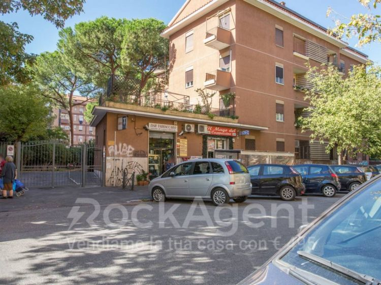 Attività / Licenza di 25 m² con 1 locale in vendita a Roma