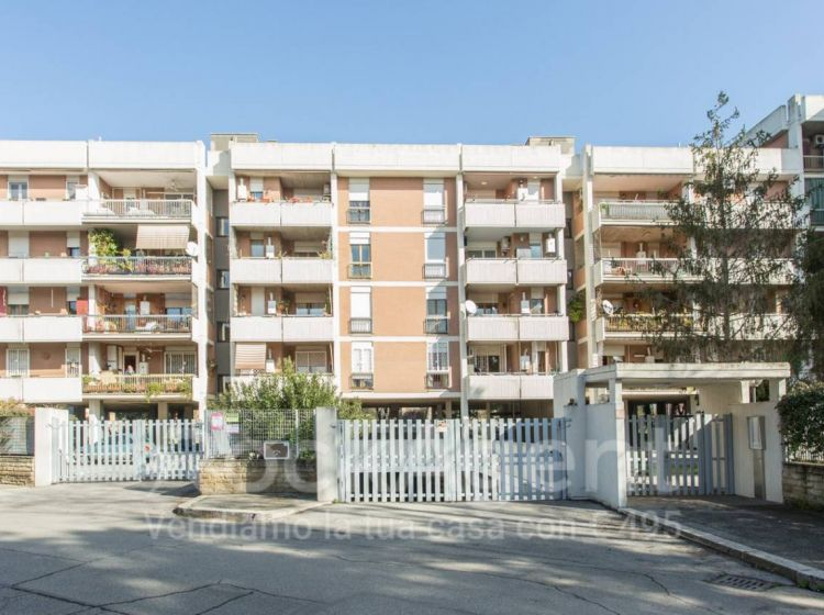 Bilocale in vendita, via Bernardino Bernardini  120, San Basilio, Roma