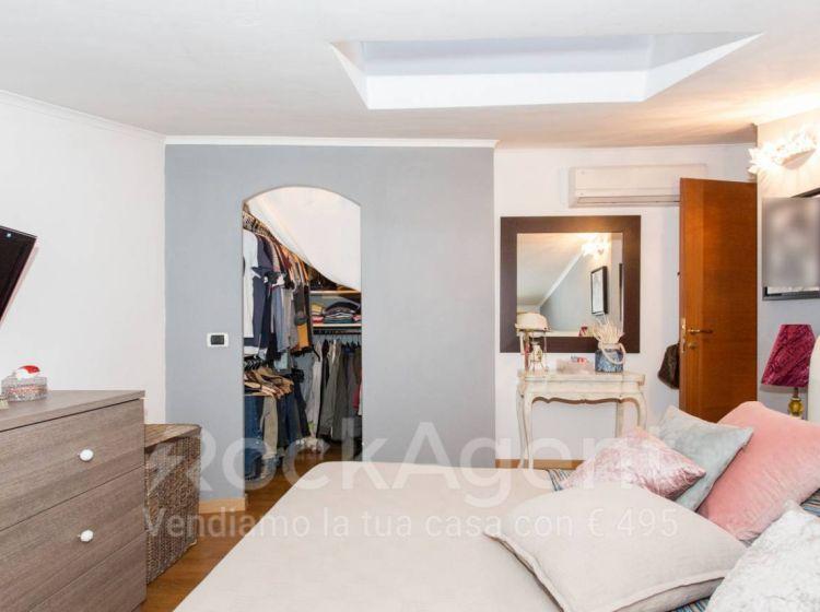 Attico / Mansarda di 75 m² con 3 locali e box auto in vendita a Roma