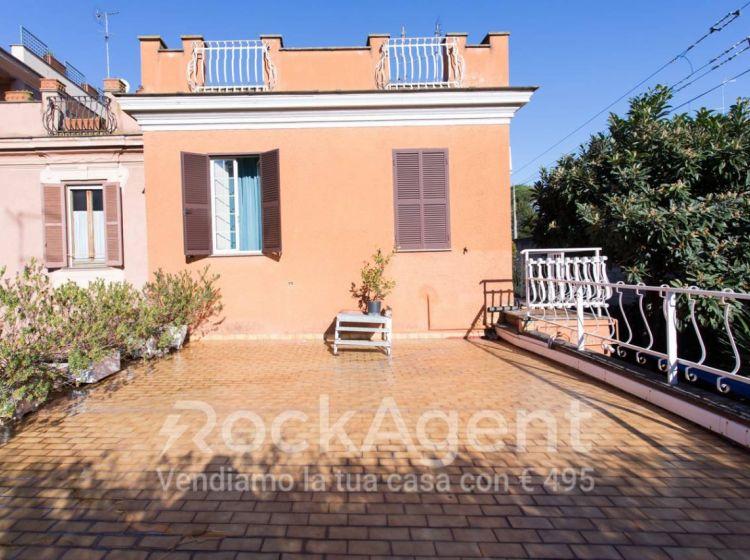 Casa indipendente di 229 m² in vendita a Roma