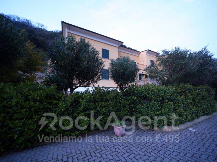 Bilocale in vendita, via Calice, Finale Ligure