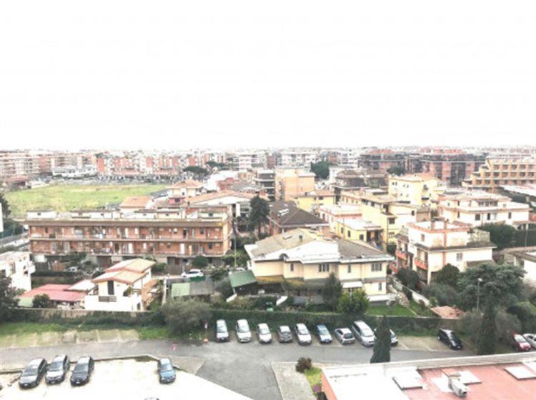 Trilocale in vendita, via Capo dell'Argentiera  46, Roma