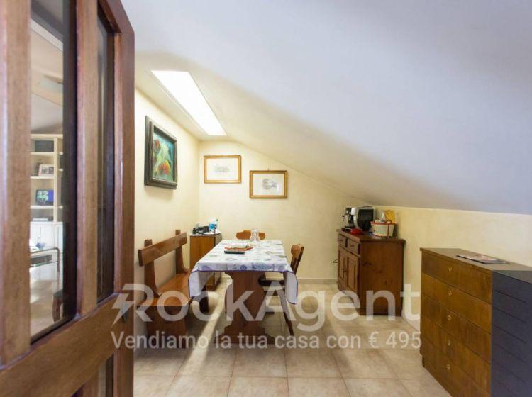 Attico / Mansarda di 120 m² con 4 locali in vendita a Roma