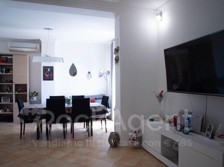 Appartamento in vendita, via Olginate  55, Roma
