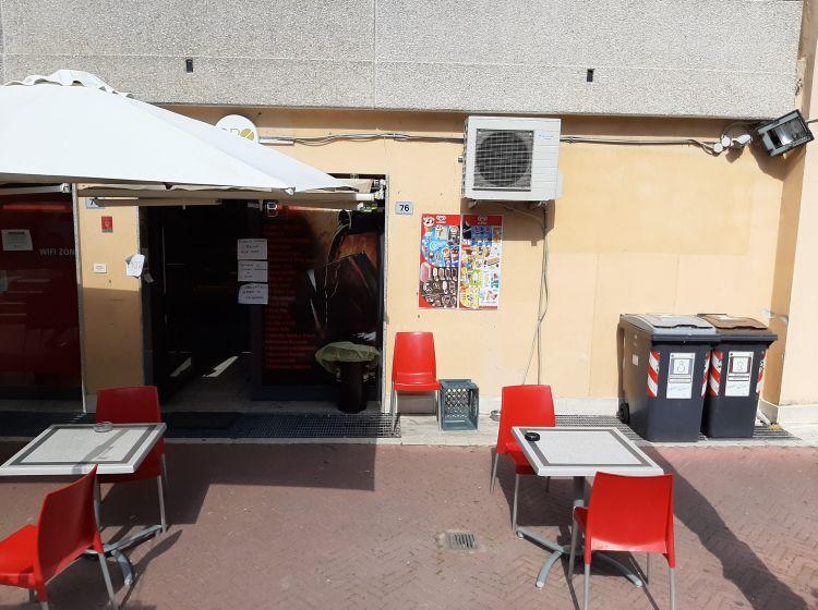 Attività / Licenza in vendita, via Paolo Stoppa  78, Roma