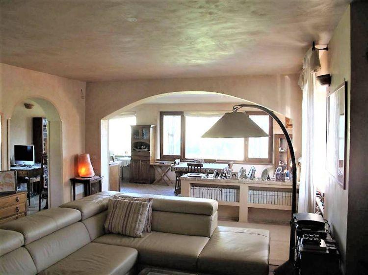 Villa di 250 m² e box auto doppio in vendita a Bracciano