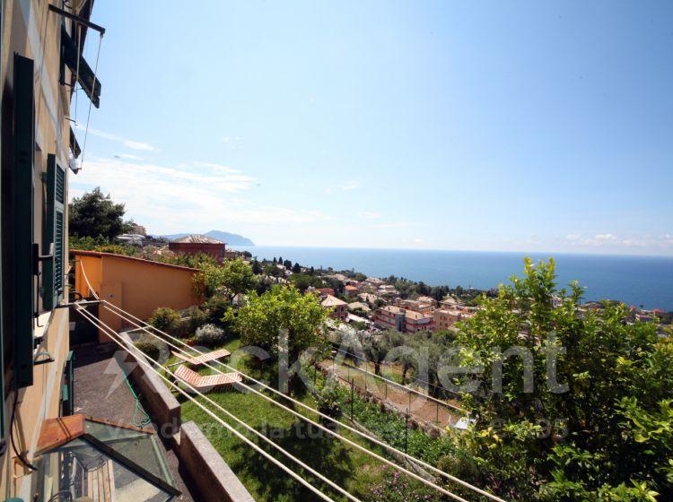Trilocale in vendita, via Crocifisso  36, Genova