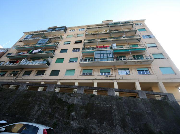 Quadrilocale in vendita, via San Bartolomeo del Fossato  105, Sampierdarena, Genova