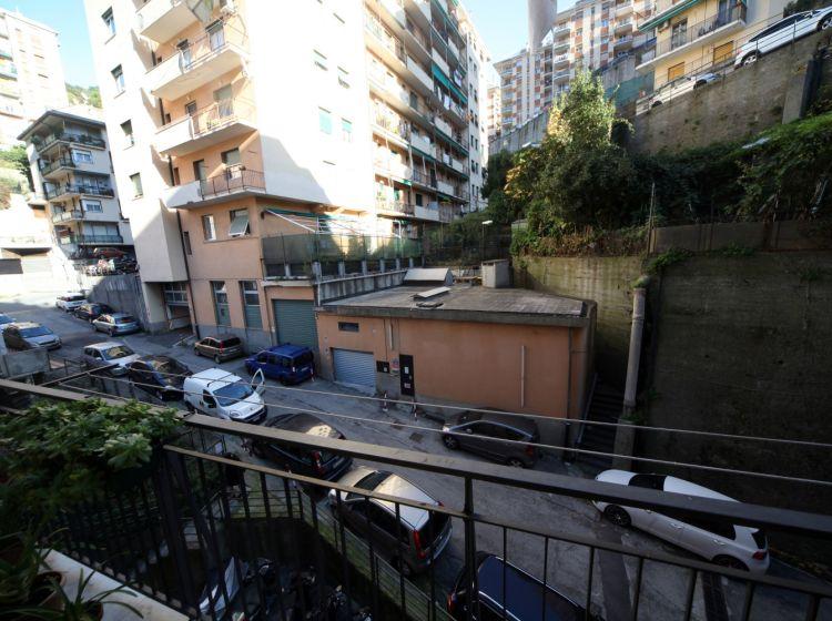 Bilocale in vendita, via Tortona  15, Marassi, Genova