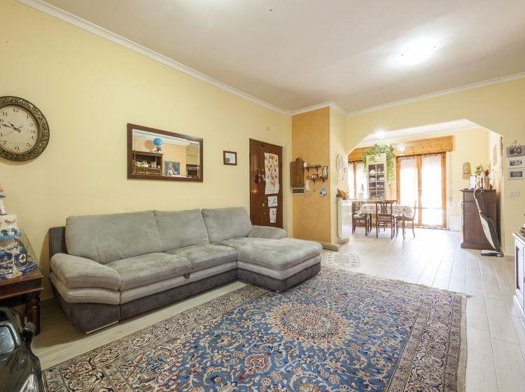 Quadrilocale in vendita, via di Prataporci  35, Finocchio, Roma