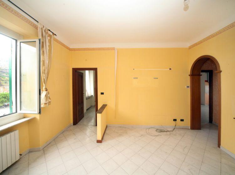 Trilocale in vendita, via San Quirico  109, Bolzaneto, Genova