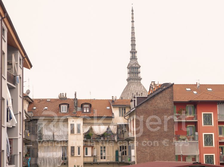 Bilocale in vendita, via Sant'Ottavio  57, Vanchiglia, Torino
