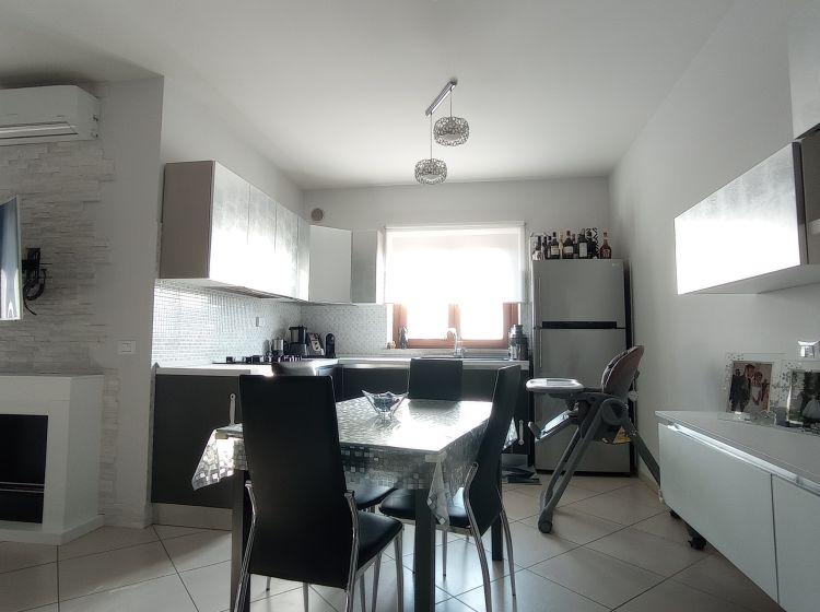 Appartamento in villa in vendita, via Natalia Ginzburg, Marco Simone, Guidonia Montecelio