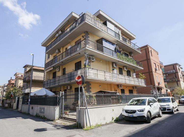 Bilocale in vendita, via Attavante degli Attavanti  61, Torre Angela, Roma