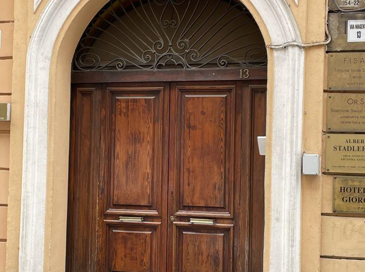 Attività / Licenza in affitto, via Magenta  13, Termini, Roma