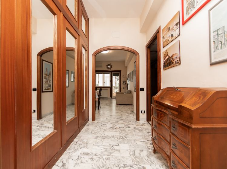 Trilocale in vendita, Lungomare Duca degli Abruzzi, Lido di Ostia, Roma