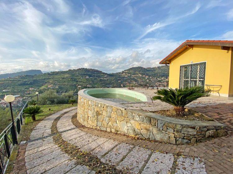 Villa in vendita, via Giovanni Pascoli, Sasso Di Bordighera