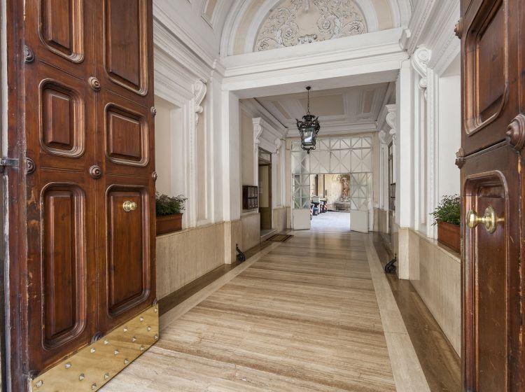 Appartamento in vendita, via Firenze  32, Centro Storico, Roma
