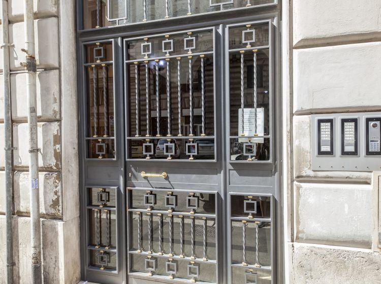 Bilocale in vendita, via Filippo Turati  128, Termini, Roma