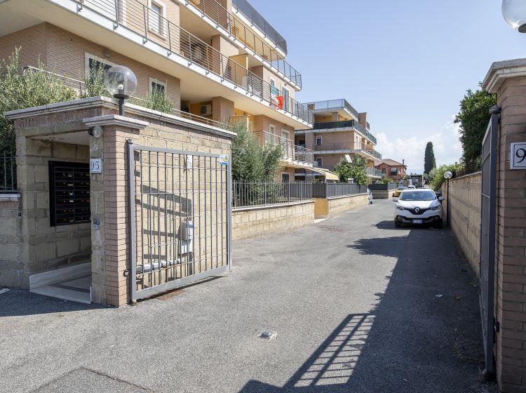 Bilocale in vendita, via Avola  95, Borghesiana, Roma