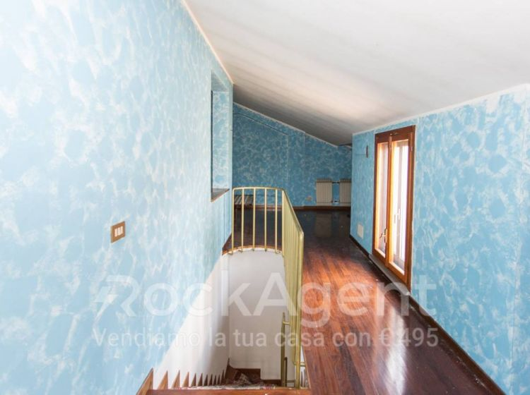 Villa di 255 m² e box auto doppio in vendita a Roma