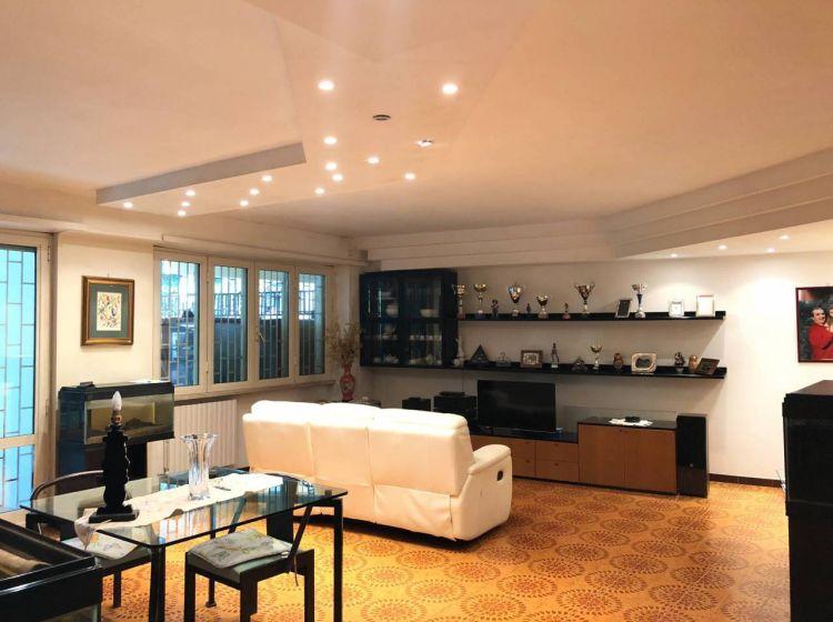 Appartamento di 185 m² con 5 locali e box auto in vendita a Roma