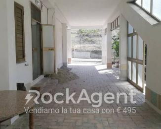 Villa di 137 m² con 4 locali e box auto doppio in vendita a Catanzaro