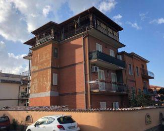 Appartamento di 95 m² con 4 locali in vendita a Roma