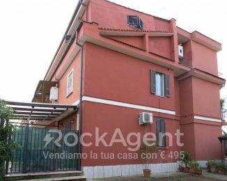 Appartamento di 80 m² con 3 locali in vendita a Roma