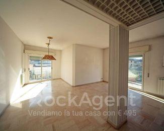 Attico / Mansarda di 135 m² con 4 locali e box auto in vendita a Rapallo