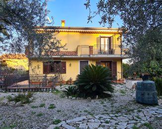 Villa in vendita, via M.G.Cutuli  14, Viagrande