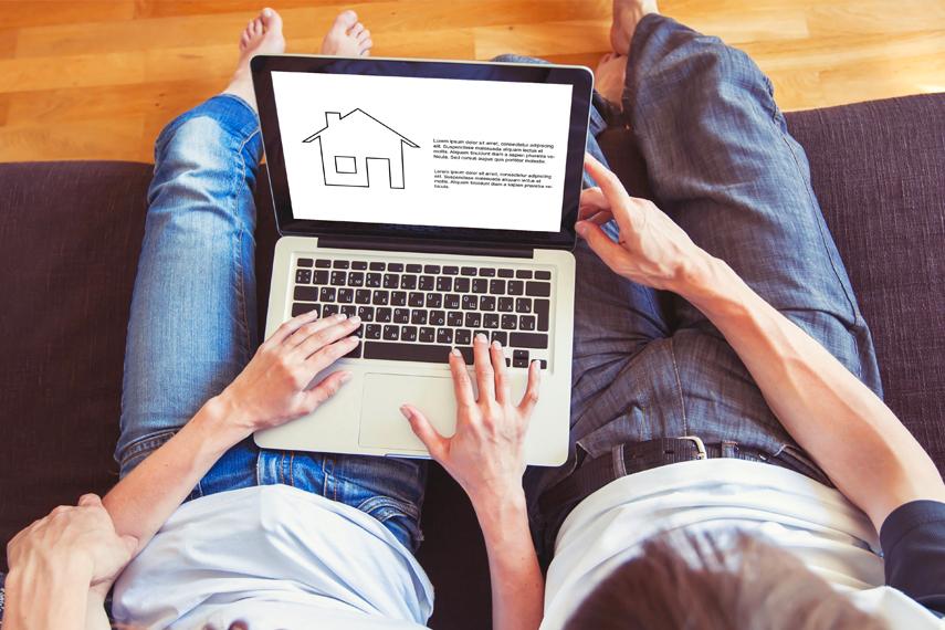 Coppia cerca online un'agenzia immobiliare