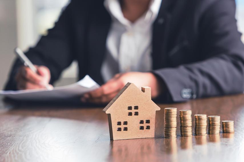 Agente immobiliare firme documenti relativi alla caparra di affitto