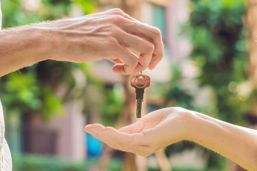 Consegna delle chiavi ad un cliente